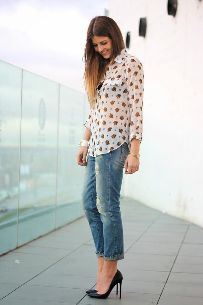 street_style-look-outfit-print_shirt-animal_print-tiger_print-boyfriend_jeans-stiletto_shoes-louboutin-black_blazer-leather-camisa_estampado_zps105894f6