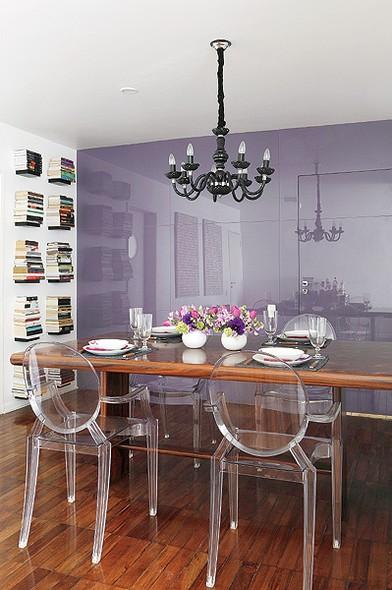 mesa cadeiras transparentes