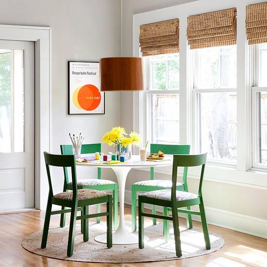 mesa e cadeiras verdes