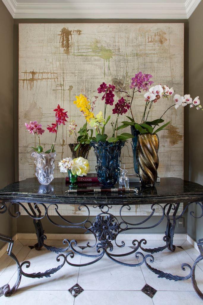 quadro com mesa de orquideas