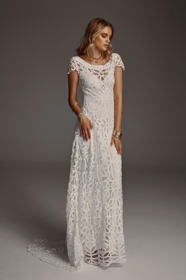 2ec371f6e O vestido de noiva com manga é um clássico. Estilistas afirmam, ele nunca  sairá de moda e estão sendo bastante pedido nos últimos tempos.